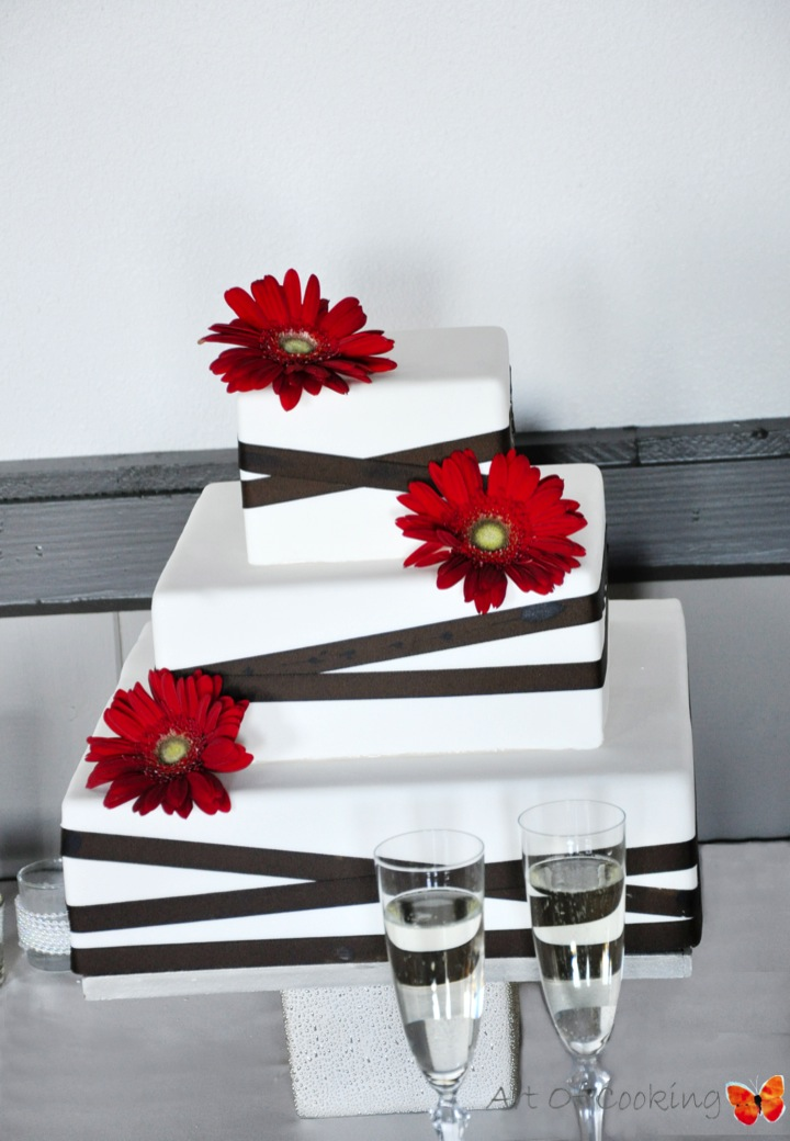 Red Daisy White Wedding Cake Full Service Catering And Event